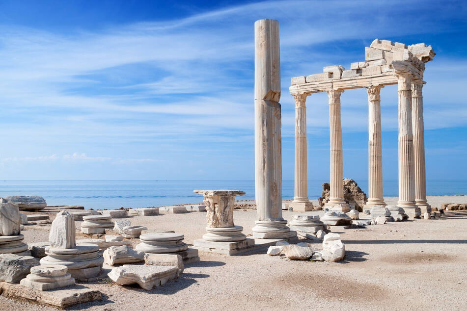 Gott für Kunst, Licht und Schönheit: Der Apollon Tempel von Side ist eine der wichtigsten römischen Ruinen in der anmutigen Hafenstadt.