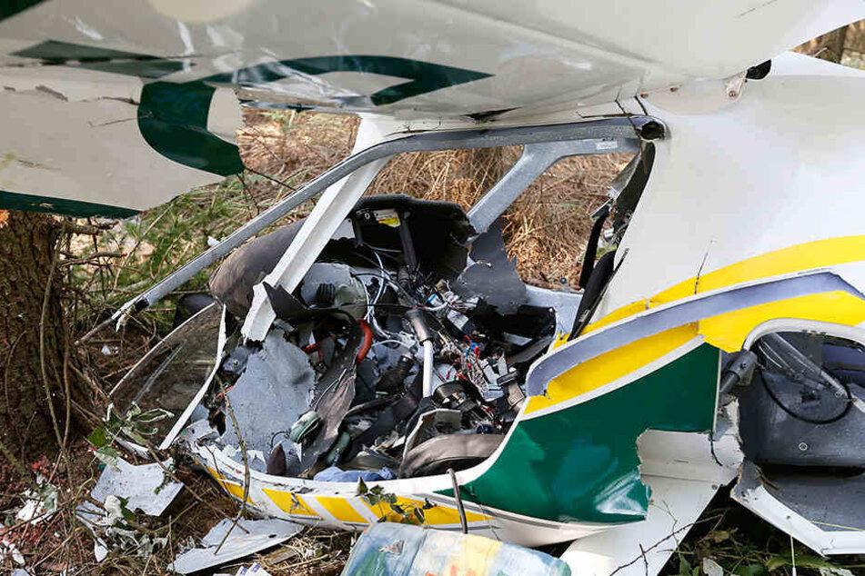 Nach dem Absturz war das Flugzeug nur noch ein Wrack. Papa und Tochter  starben am Unfallort.