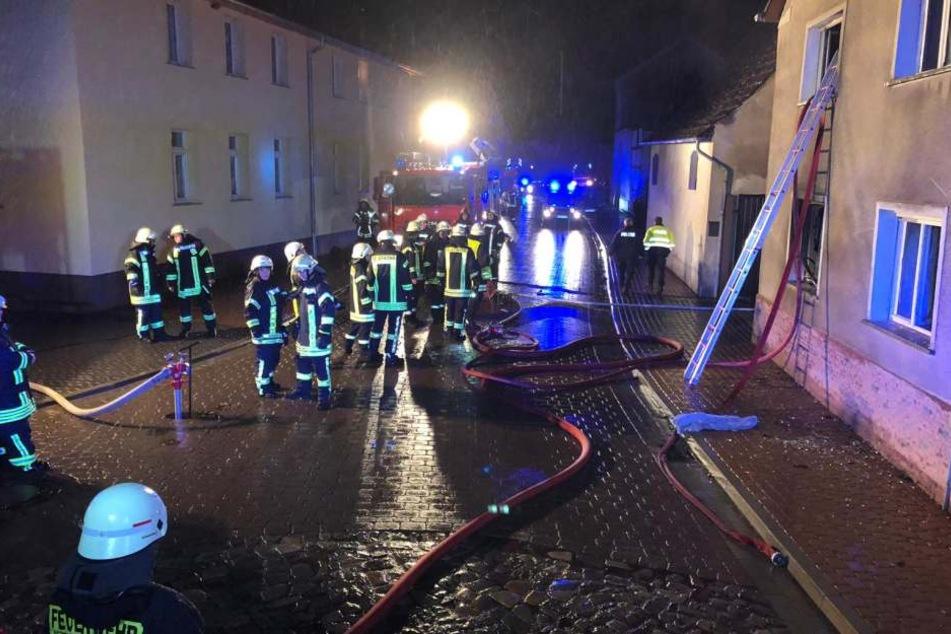 Als die Rettungskräfte eintrafen, stand das Haus bereits komplett in Flammen.