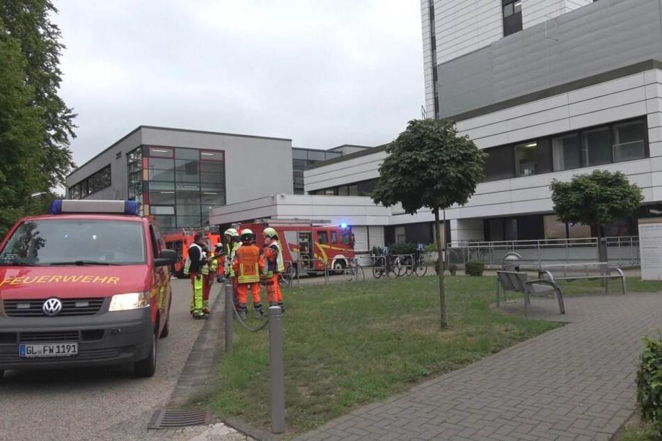 Die Feuerwehr im Einsatz am Krankenhaus.