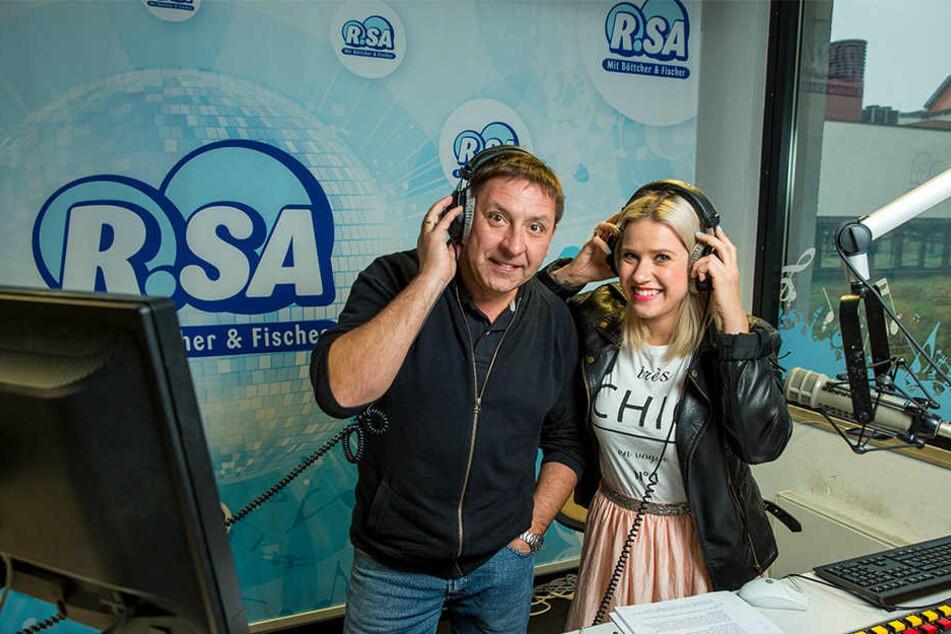 Thomas Böttcher (l., mit Lena Mengler) hat keine Zukunft mehr beim Radiosender R.SA.