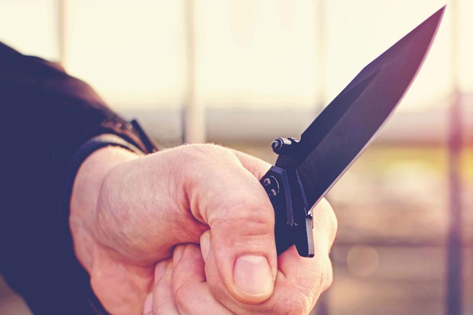 Das Opfer wurde von zahlreichen Messerstichen getroffen (Symbolbild).