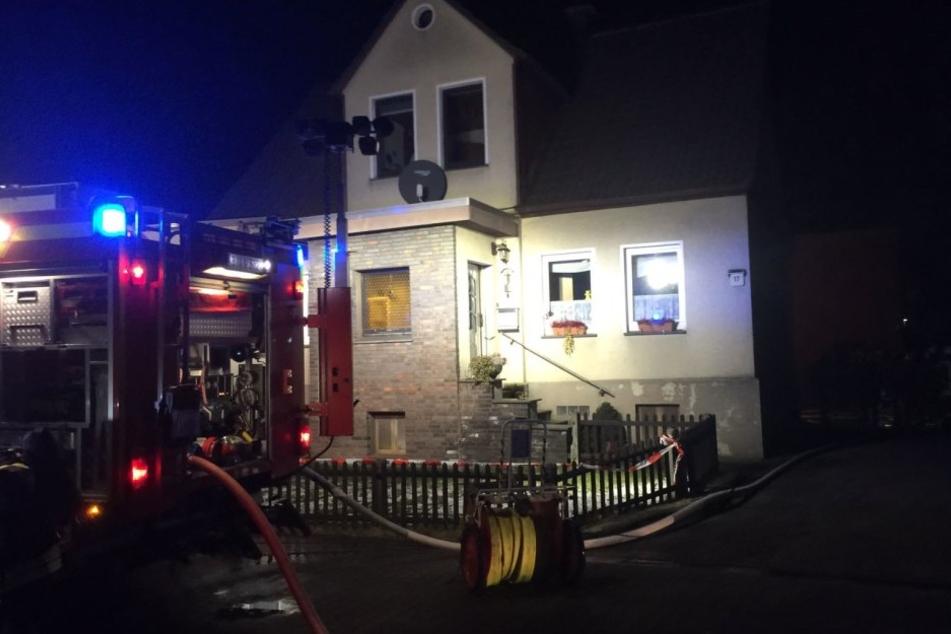 Die Wohnung im Erdgeschosses des Hauses hat Feuer gefangen.