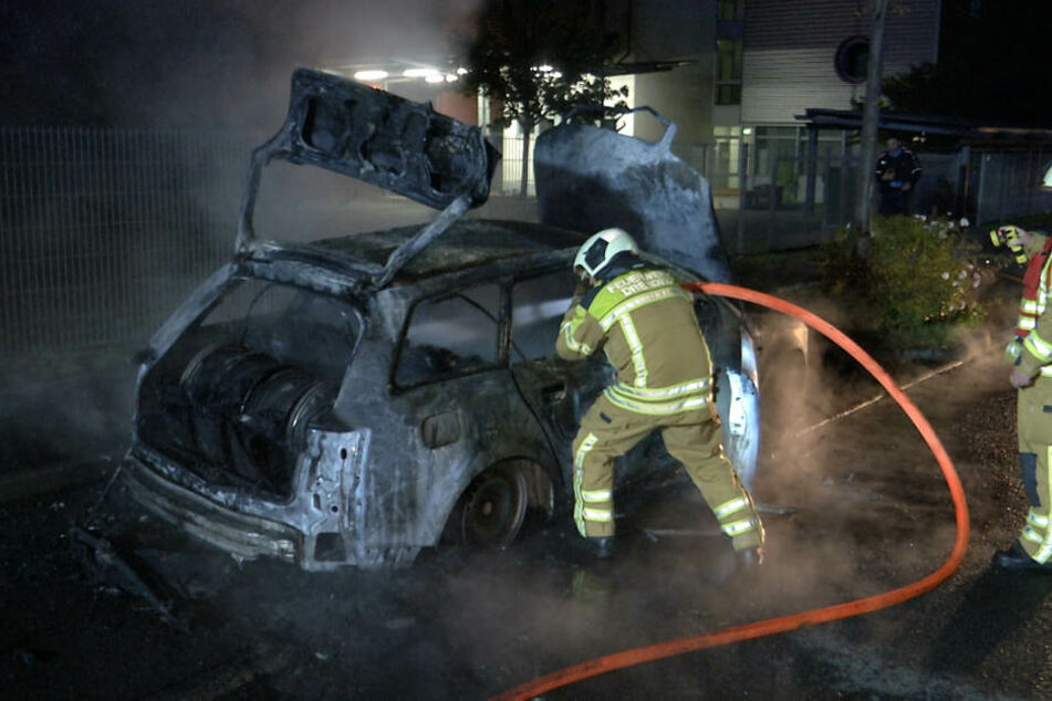 Auf der Dohnaer Straße ist in der Nacht zu Mittwoch ein Audi komplett ausgebrannt.