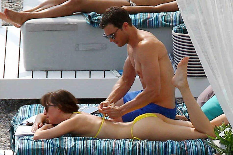 "Jamie Dornan mit Filmpartnerin Dakota Johnson bei den Dreharbeiten zu ""Fifty Shades of Grey""."