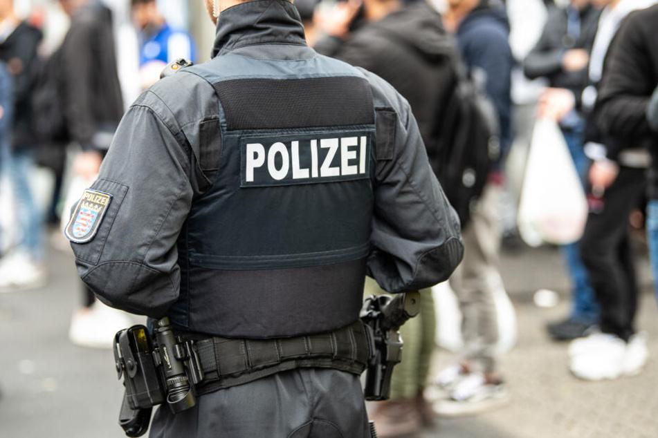 Die echten Polizisten ertappten die verdächtigen Männer auf frischer Tat (Symbolbild).