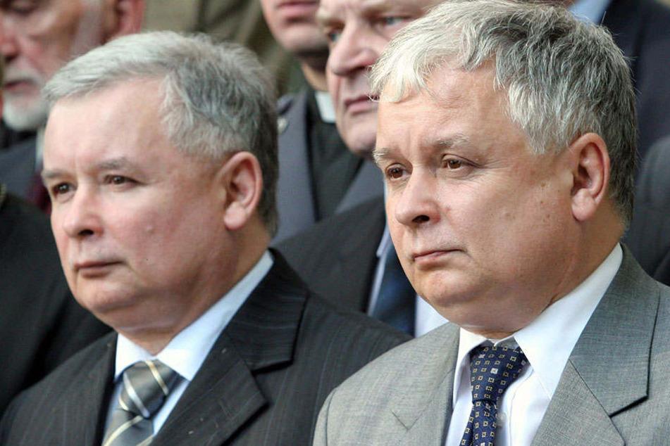 Die Brüder Jaroslaw (l) und Lech Kaczynski (Archivfoto von 2005).Politisch teilten die beiden 57-Jährigen die gleichen Überzeugungen.
