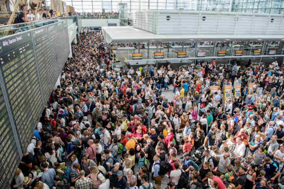 Eine Person, die unkontrolliert in den Sicherheitsbereich gelangt war, sorgte für Chaos am Flughafen München.