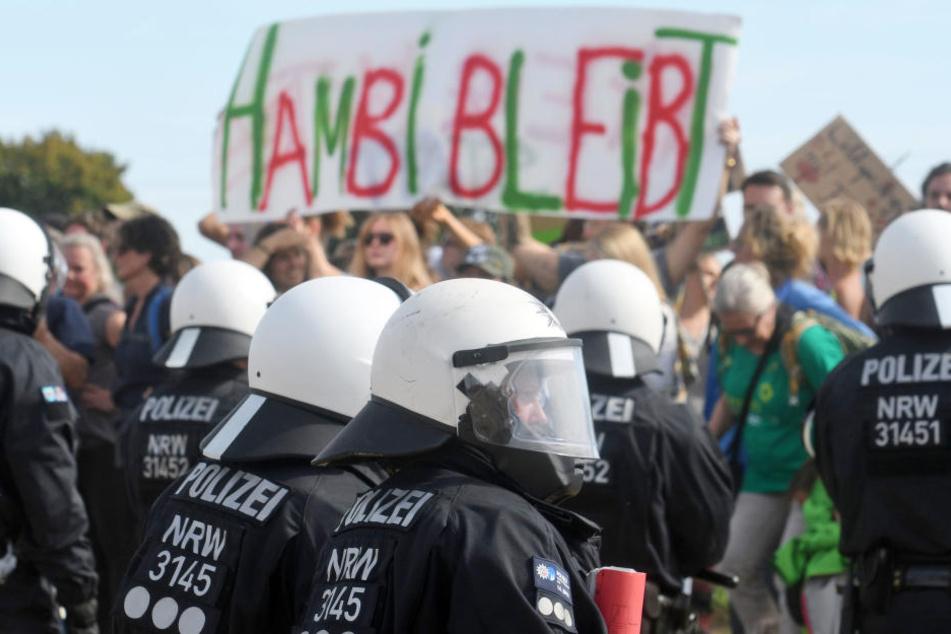 Die Polizei sicherte die Demo am Hambacher Forst ab.