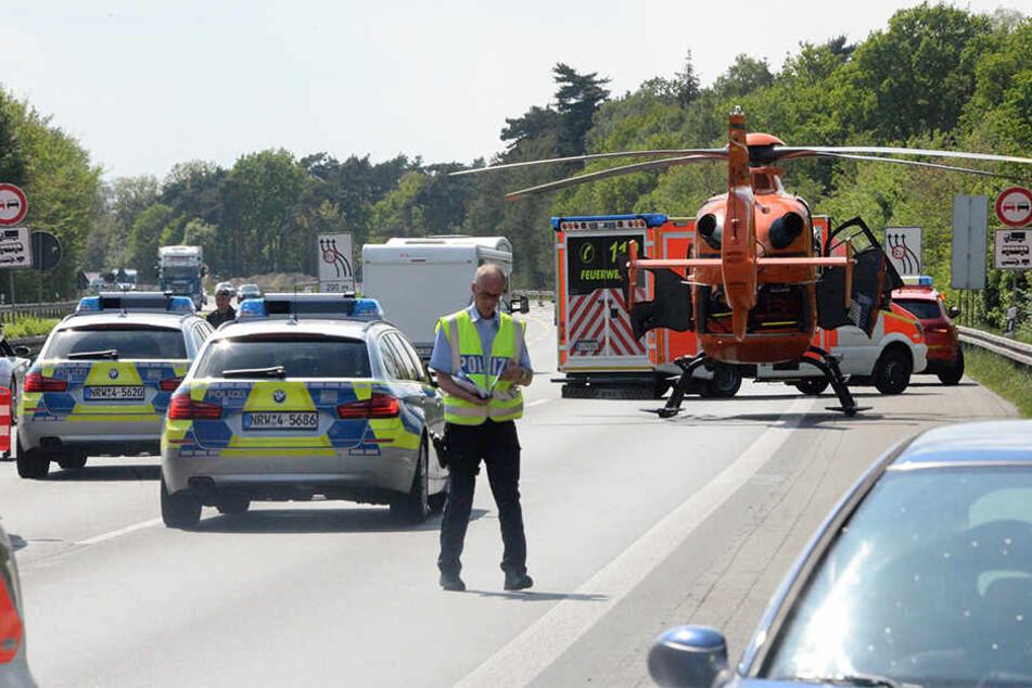 Ein Großaufgebot er Polizei, Feuerwehr und Rettungskräfte kam zur Unfallstelle.