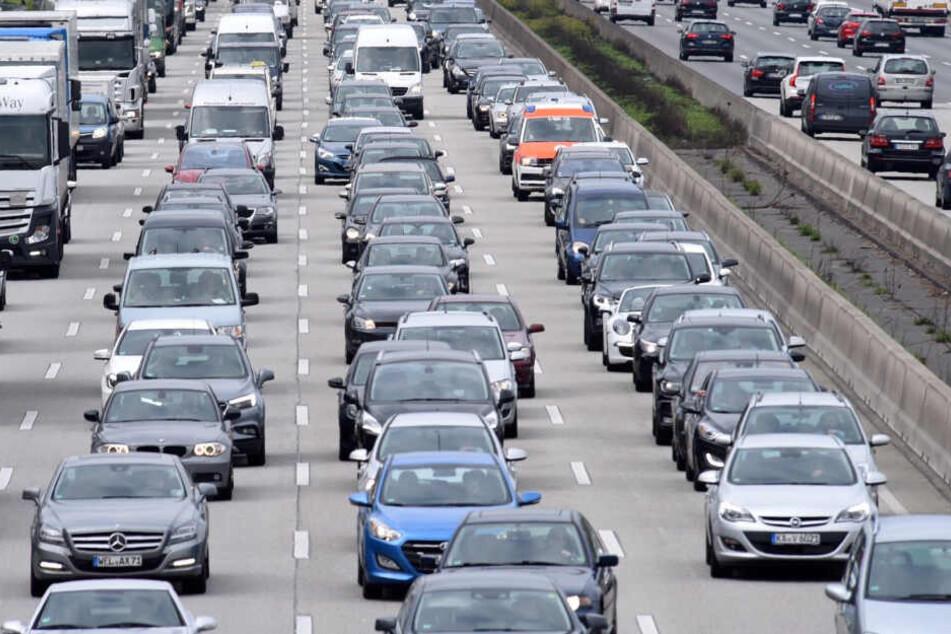 Reiselust und Baustellen-Dichte werden zum Start der Sommerferien in Hessen für volle Autobahnen sorgen (Symbolbild).