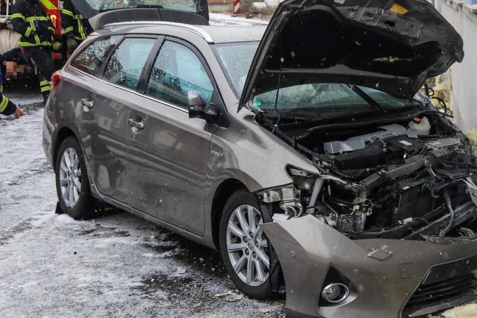 Tödlicher Crash: Toyota rammt Hauswand, 80-Jähriger stirbt