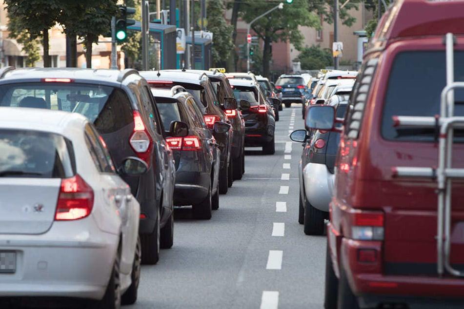 In Leipzig-Paunsdorf müssen sich Autofahrer ab Montag in Geduld üben (Symbolbild)