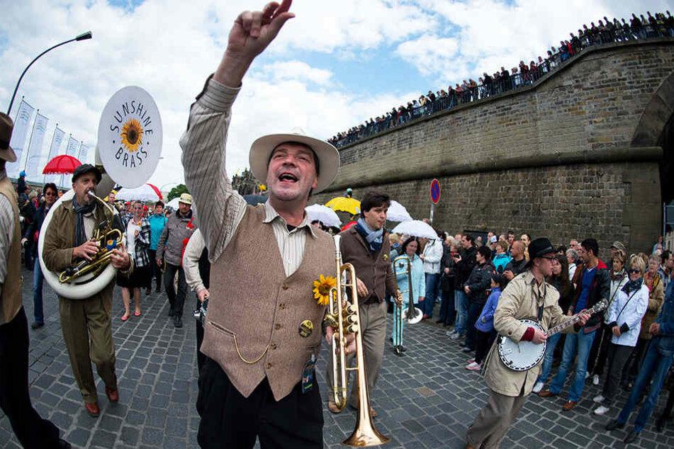 Nicht wegzudenken: Das Dixie-Festival lockt jährlich Hunderttausende in die Dresdner Innenstadt.