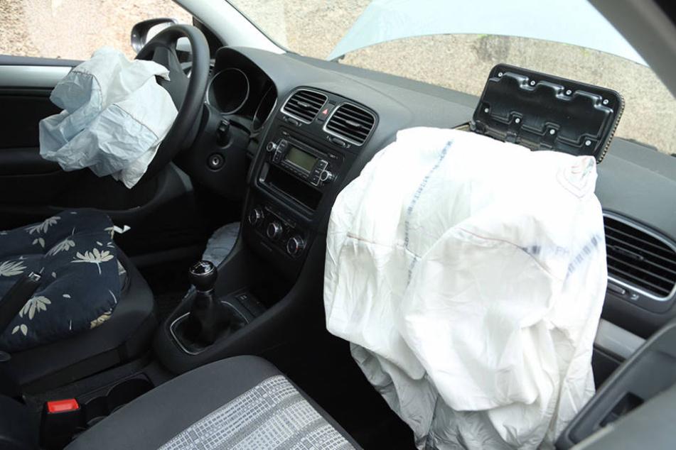 Heftiger Aufprall: Die Fahrerin wurde bei dem Unfall verletzt.