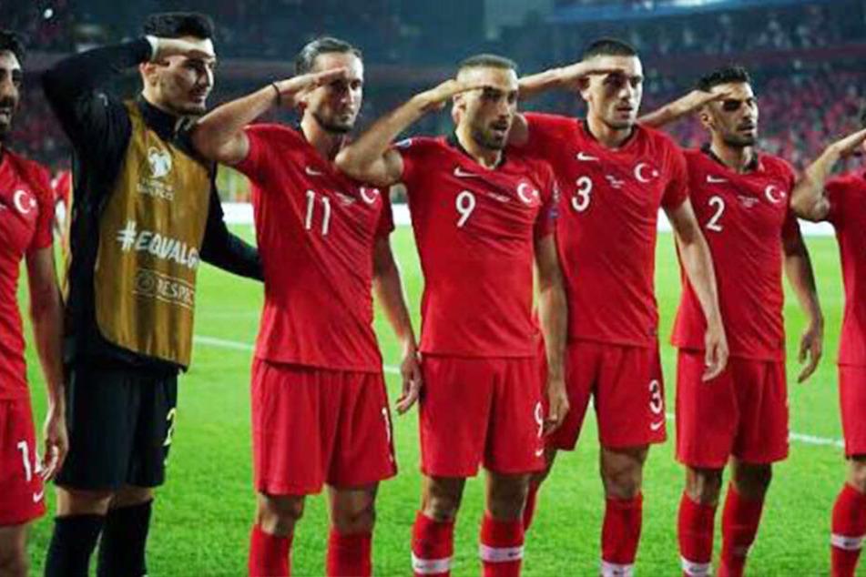 Türkei-Spieler salutieren bei Torjubel: UEFA prüft Verbindung zu Militär-Offensive in Syrien