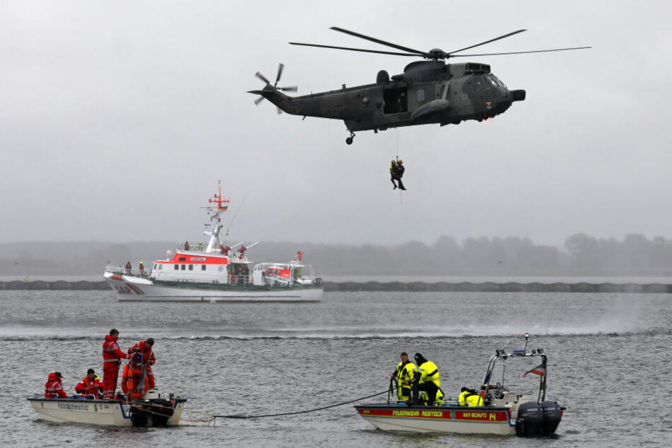 Die Schiffsbrüchigen wurden in Sicherheit gebracht. (Symbolbild)