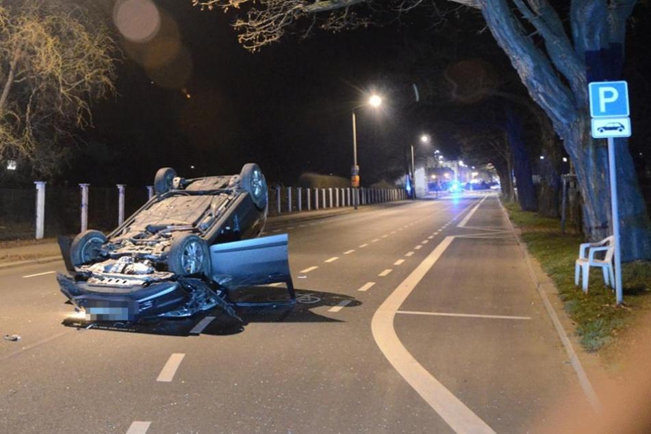Der Fahrer wurde aus dem Unfallauto geborgen und starb im Krankenhaus.