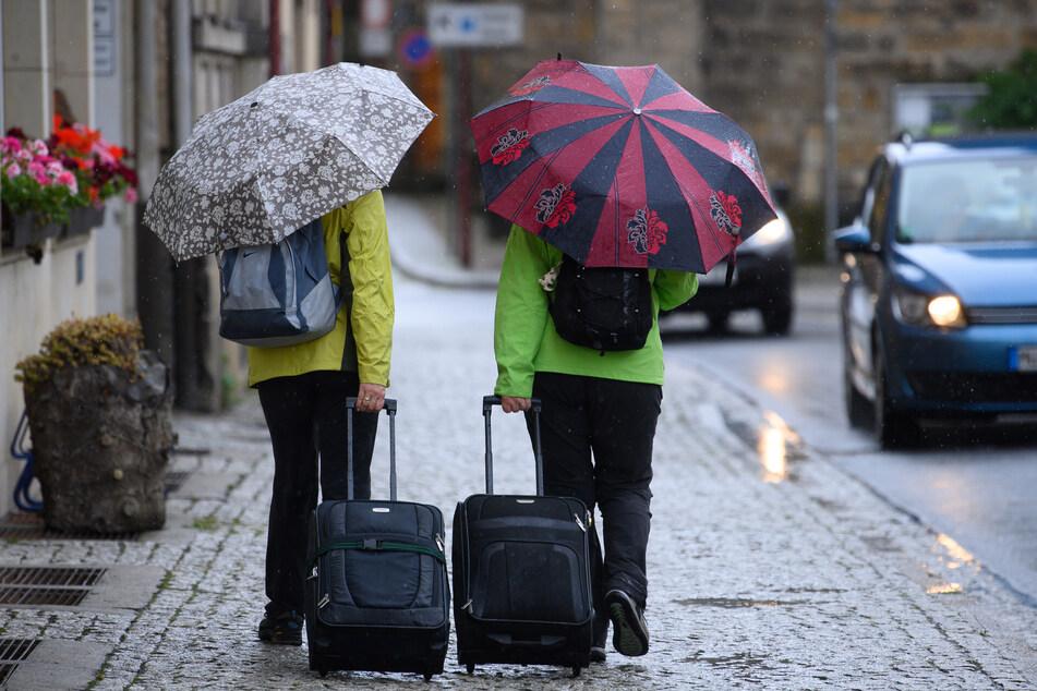 In Sachsen startet die neue Woche mit Starkregen und Gewittern. (Archivbild)