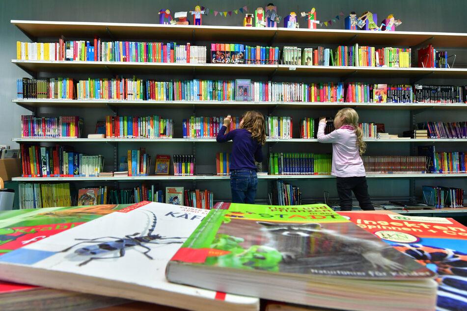 Neuer Lesestoff kann ab Dienstag wieder in den Leipziger Bibliotheken ausgeliehen werden. (Symbolbild)