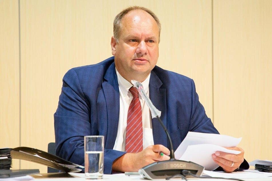 Dirk Hilbert (49, FDP) befindet sich seit Freitag in Quarantäne.