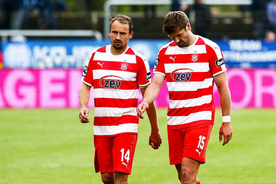 Die Routiniers Toni Wachsmuth (l.) und Ronny König schlichen in Meppen enttäuscht vom Platz.