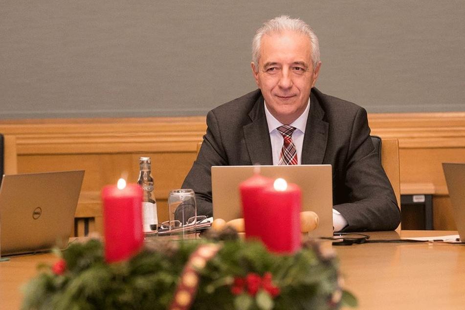 Zum letzten Mal Chef: Stanislaw Tillich leitete gestern seine letzte Kabinettssitzung in der Staatskanzlei.