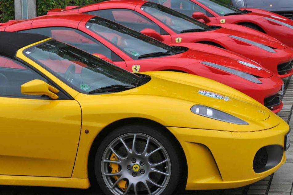 Die Angeklagten sollen hochwertige Fahrzeuge gestohlen und in ihre Einzelteile zerlegt haben. (Symbolbild)