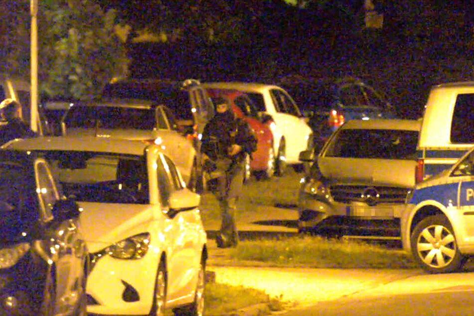 Schwer bewaffnete Elite-Polizisten rückten an.