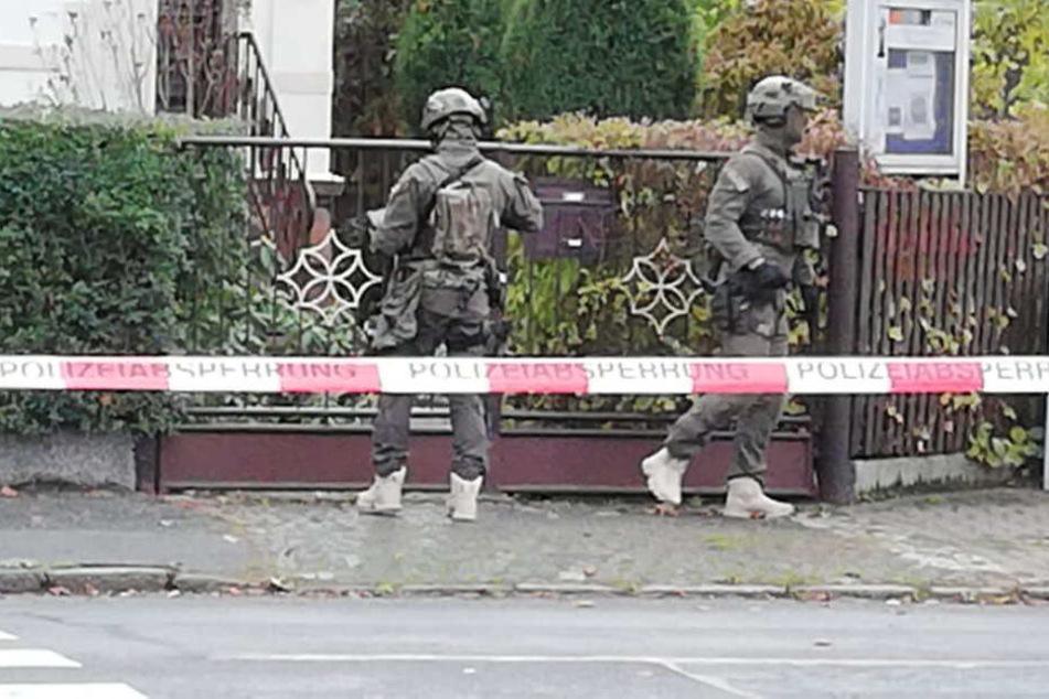 """Sachse verschanzt sich in Wohnung und droht """"jeden abzustechen"""""""
