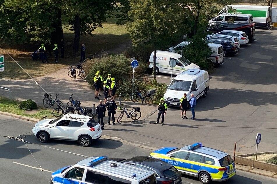 Die Fahrradstaffel kontrollierte die Frau wegen eines Parkverstoßes, woraufhin sie aggressiv reagierte.