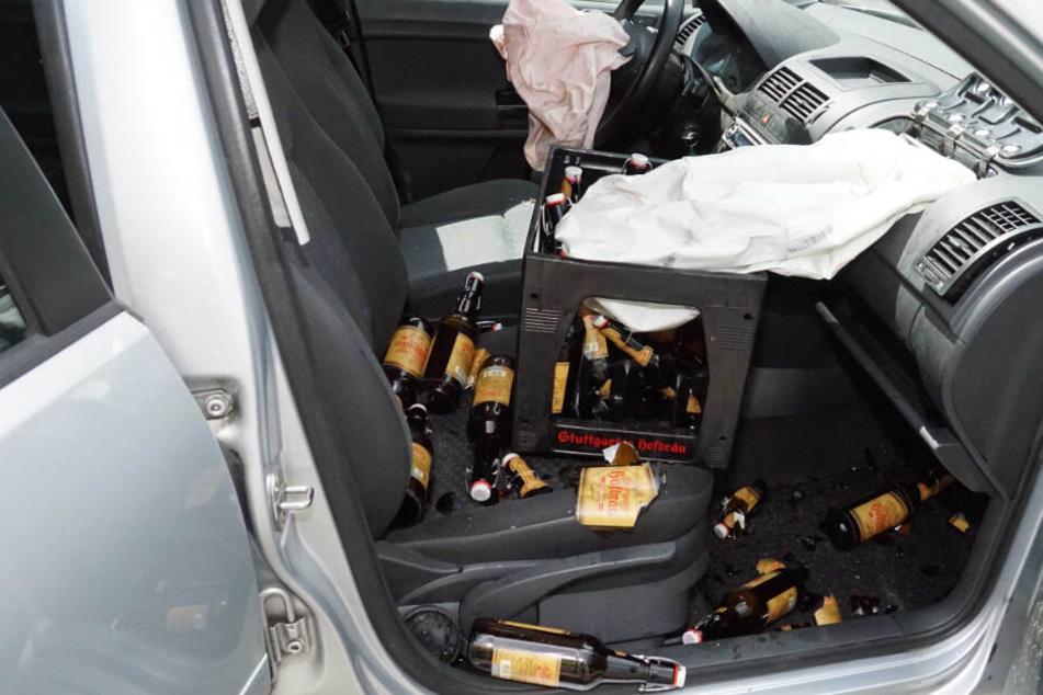 Scherbenhaufen: Glasflaschen fliegen nach Autounfall umher, Fahrer verletzt