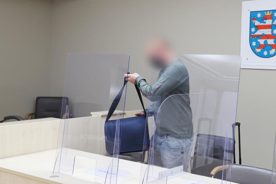 Der Angeklagte hat sich zum Prozessauftakt am Amtsgericht Gera noch nicht zu den Vorwürfen geäußert. Ende September steht der nächste Verhandlungstermin an.