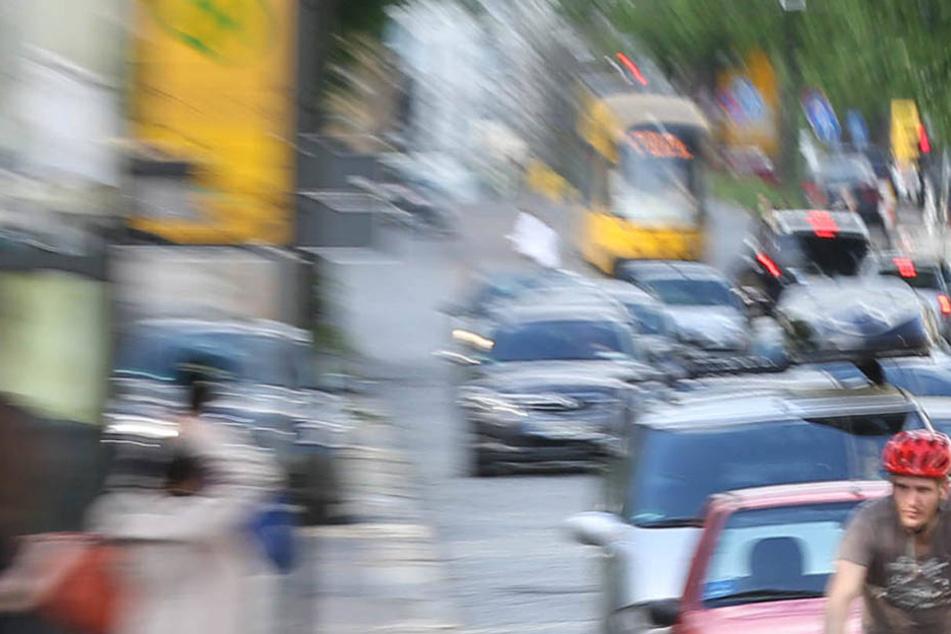 Betrunkener Fahrer demoliert bei Unfall drei Autos