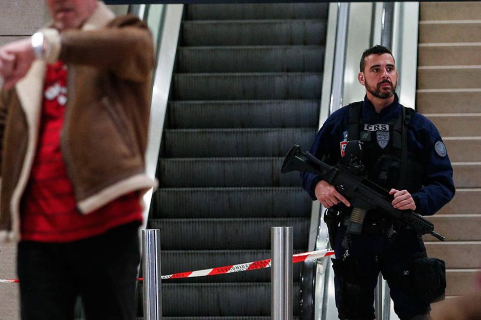 Der Täter, der am Samstag eine Soldatin auf dem Flughafen Orly angegriffen hat stand unter Drogen.