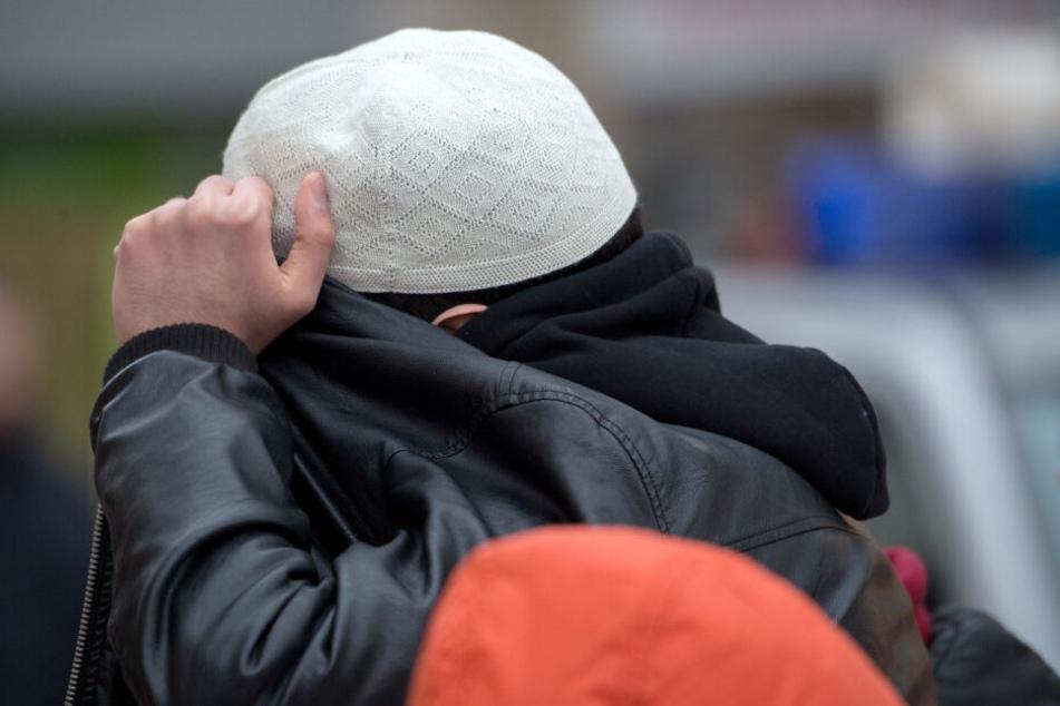 """In die Schlagzeilen geriet """"Realität Islam"""" wegen einer Unterschriften-Aktion gegen ein drohendes Kopftuchverbot (Symbolbild)."""