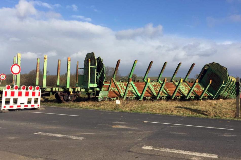 Fünf alte Güterwaggons entgleisten im Norden Thüringens.