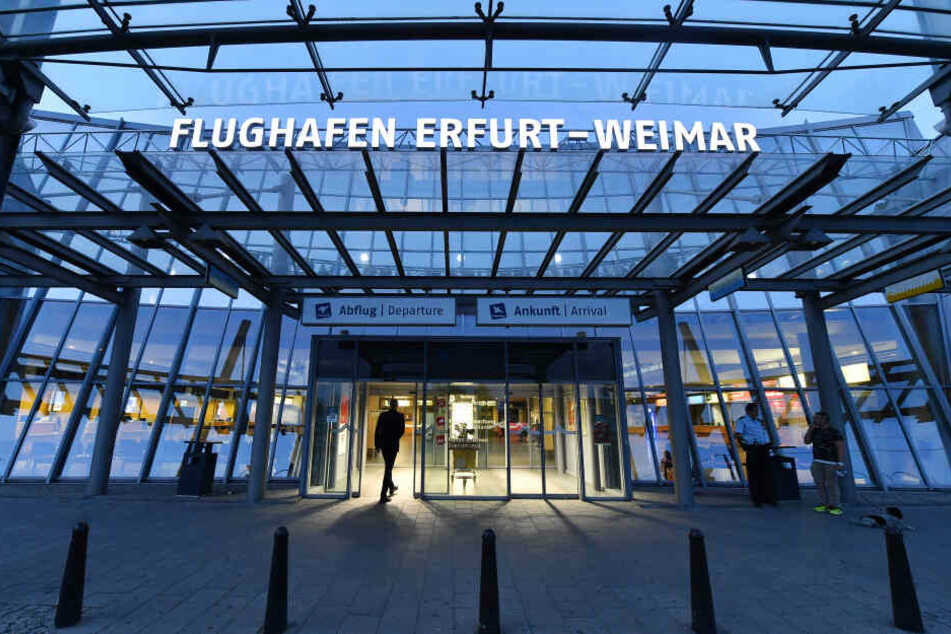 Koffer sorgt dafür, dass komplettes Flugzeug am Flughafen festhängt