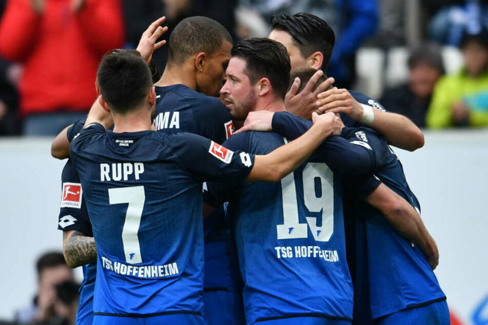 Hoffenheims Mannschaft jubelt über das Tor zum 3:0.