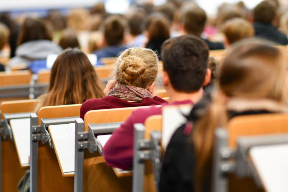 In Ostdeutschland gab es 3,4 Prozent mehr Studienberechtigte, im Westen sank die Zahl um 4,1 Prozentpunkte. (Symbolbild)
