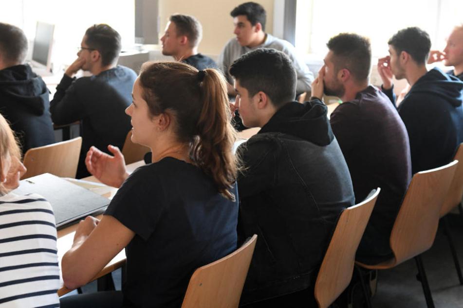 Polizeischüler der Berliner Akademie während des Unterricht.