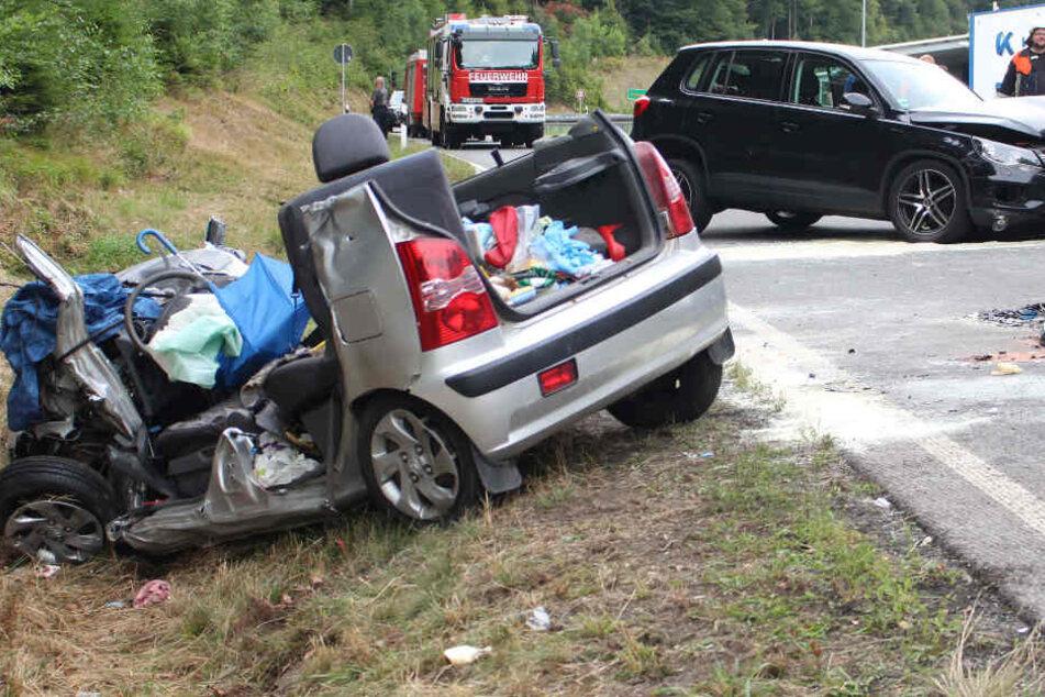 Ein Hyundai-Fahrer hat bei einem Zusammenstoß auf der Staatsstraße 2181 sein Leben verloren.