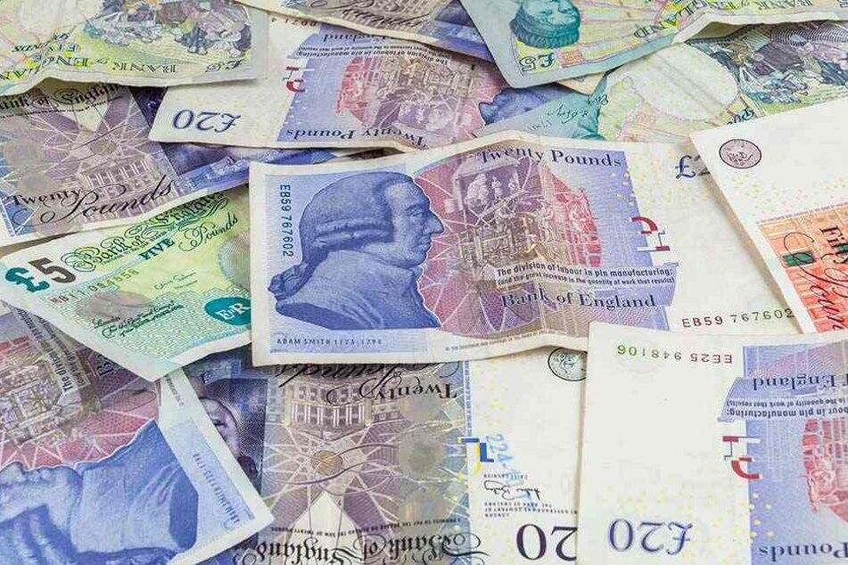 250.000 britische Pfund unterschlug der Angestellte, um seiner Angebeteten teure Geschenke machen zu können.