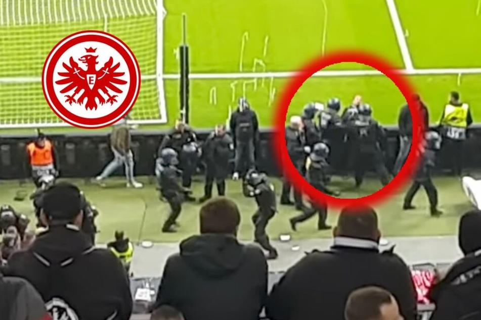 Der Bildausschnitt aus dem Youtube-Video zeigt ganz klar, wie Beamte auf einen an der Bande stehenden Fan losgehen.