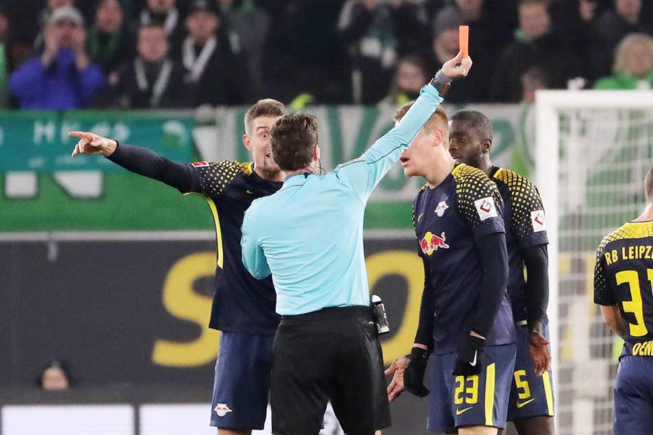 Die Diskussion war groß. Die Gelb-Rote Karte gab's dennoch für Dayot Upamecano, der am Sonntag gegen Hertha fehlt.