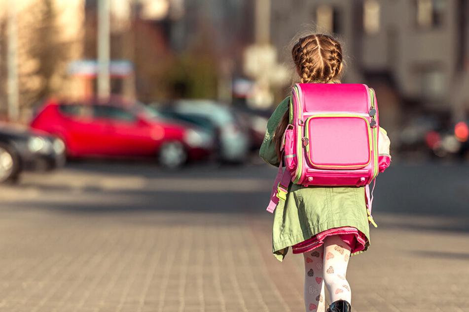 Polizei prüft verdächtiges Ansprechen von Kindern vor Grundschule