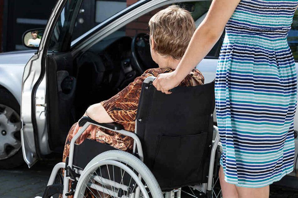 Linke-Forderung: Kostenlose Kurzzeitparkplätze für Pflegekräfte.