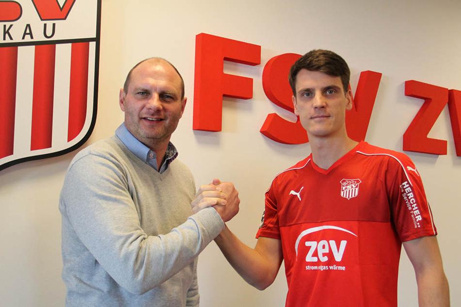 FSV-Sportdirektor David Wagner (l.) ist absolut zufrieden mit Jonas Acquistapace.