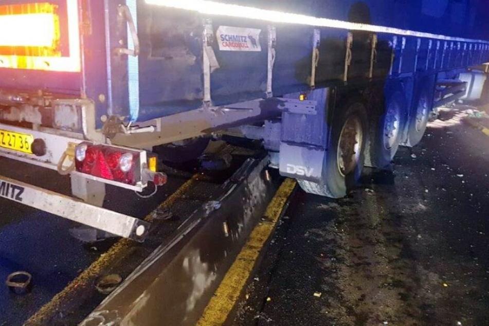 Der Lkw donnerte frontal in die Schrankenanlage.