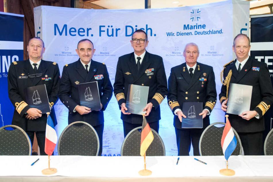 Die Admirale der fünf Staaten Belgien, Frankreich, Deutschland, der Niederlande und Großbritannien unterzeichneten den Vertrag.